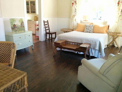 Limpio, apartamento con estilo w/kitchen. cuadra del centro
