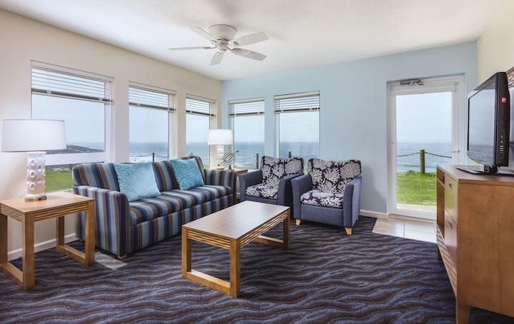 3BR Villa Whale-Watching Coastal Experience