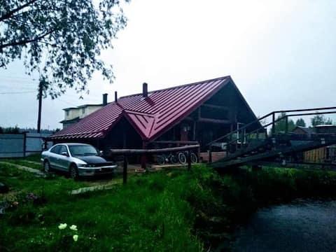7 видов отдыха в просторном доме из бревна у леса!