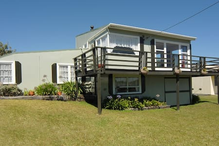 Hokio Beachfront Retreat - Hokio Beach