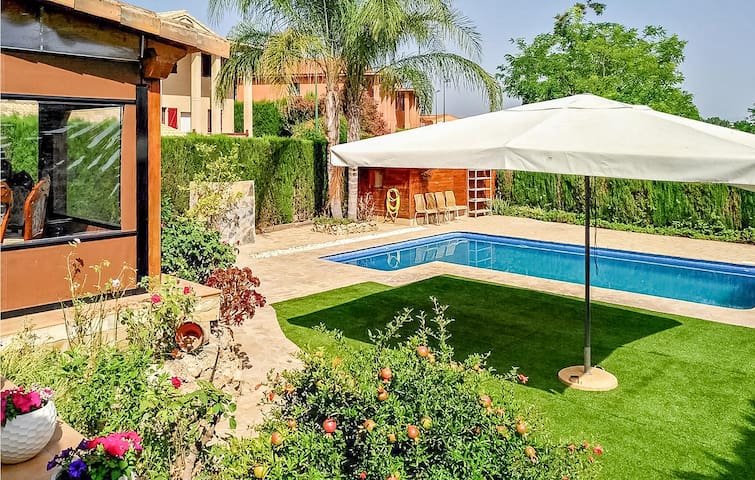 Holiday cottage with 5 bedrooms on 300m² in Riba-Roja de Turia