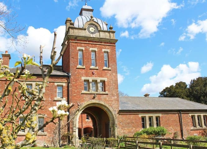 The Clock Tower Sleeps 4, it is a magnificent apartment set over 2 floors and part of an old stable building.