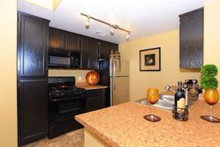 Hottest neighborhood in downtown! - Denver - Apartamento