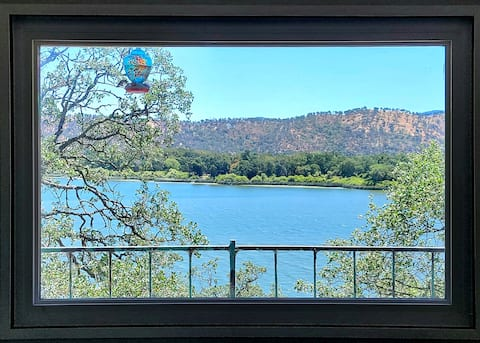 Cozy Cottage: Panoramic Lake View, WiFi, New Deck