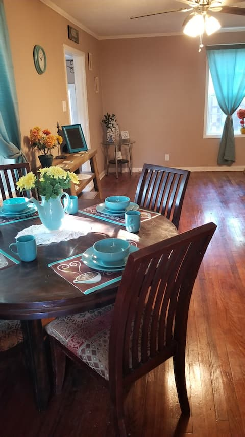 Cozy Cajun Creole Cottage (Contactless entry)