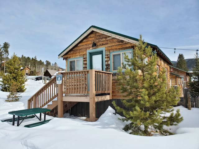 Lake Cabin #3: Lupine Village at Grand Lake