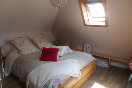 single room with breakfast! - Quimper