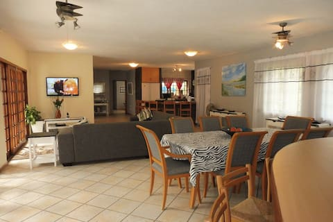 St Lucia Escape -Perfectly located 3 bedroom house