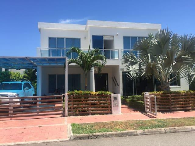 Acojedora casa Mediterraneo en Condominio