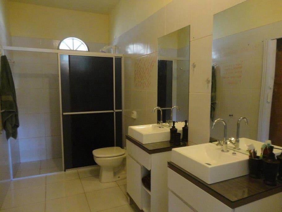Banheiro quarto 8 pessoas