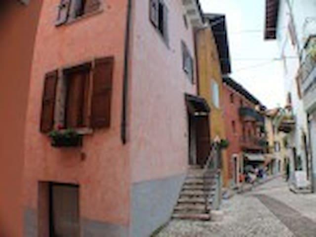 Casa in centro storico a Malcesine - Malcesine - บ้าน