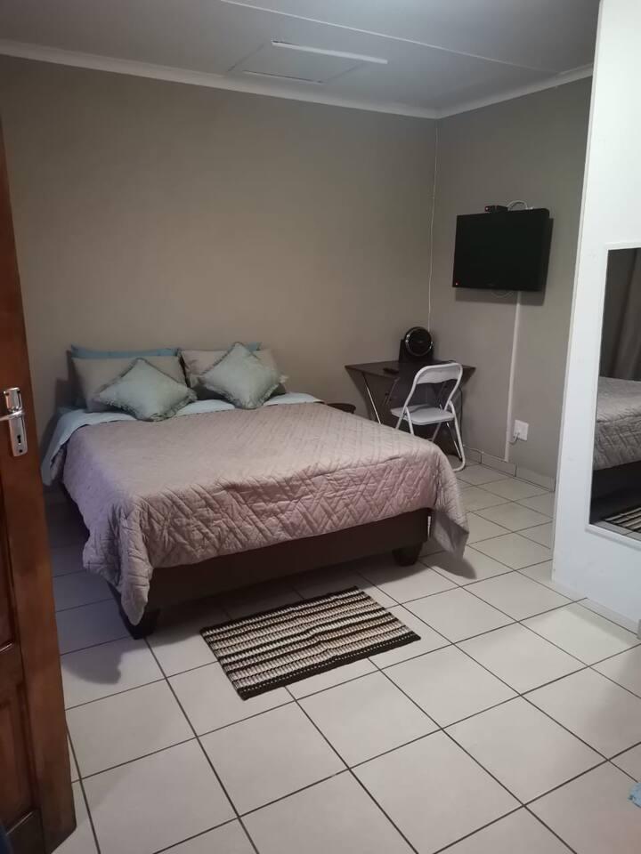 Private Room at 135 Gardenia Avenue