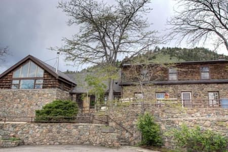 Historic 10 acre Rustic Ranch House - Golden