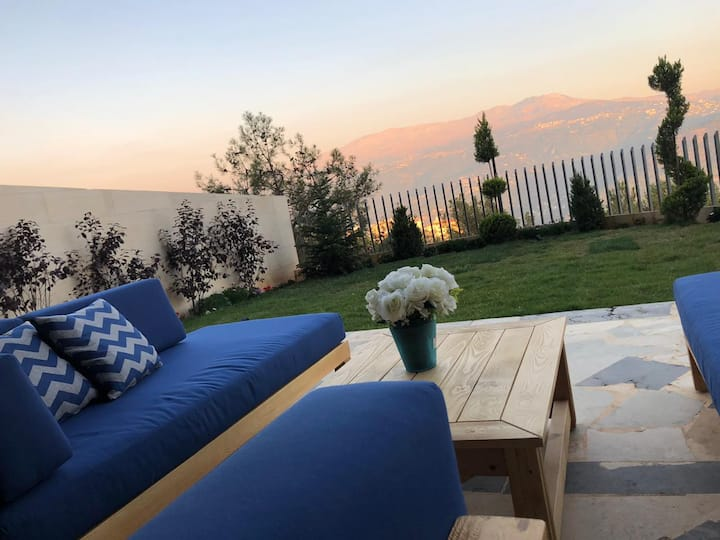 Mountain apartment with garden and stunning view