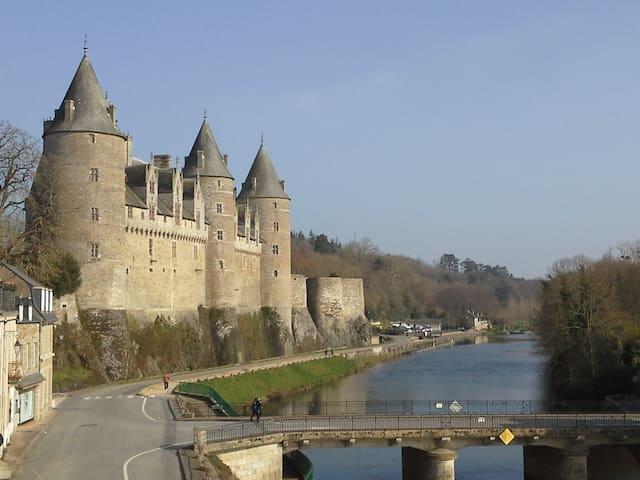 studio vue sur le château et canal