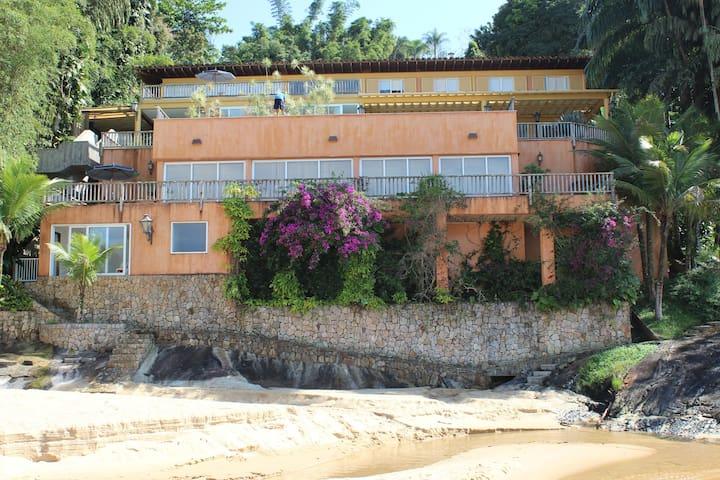 Luxo e conforto com praia particular !