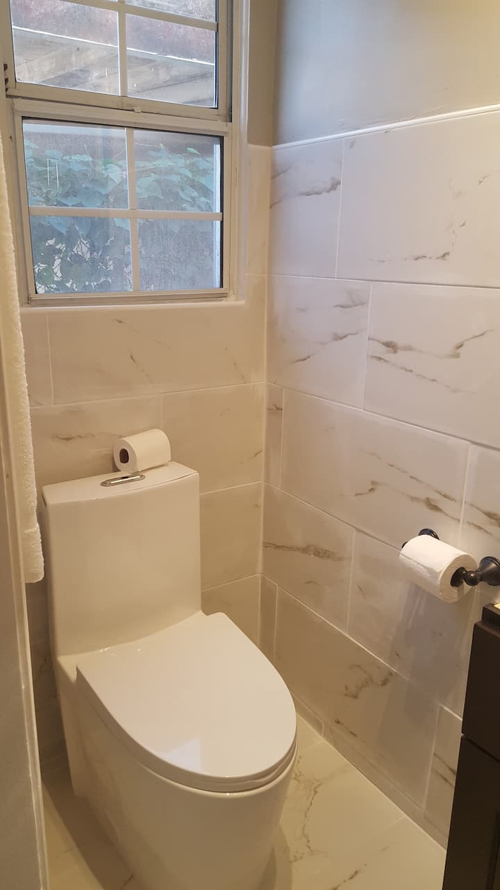 Renovated guest house with kitchen / new bathroom