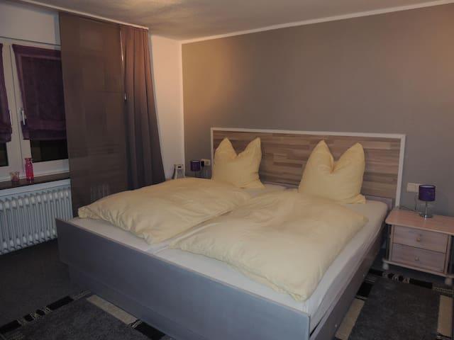 Pension Neuenrade, (Neuenrade), 1_Doppelzimmer Nr. 1, mit eigener Dusche und WC auf der Etage