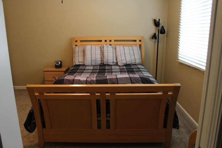 ★Comfy Queen Sleigh Bed★