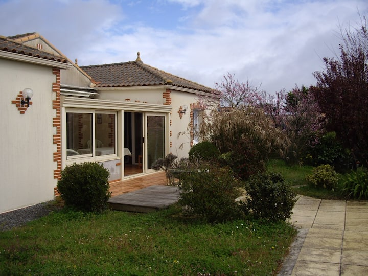 Moutiers en Retz:sea 200m singlestorey house, pool