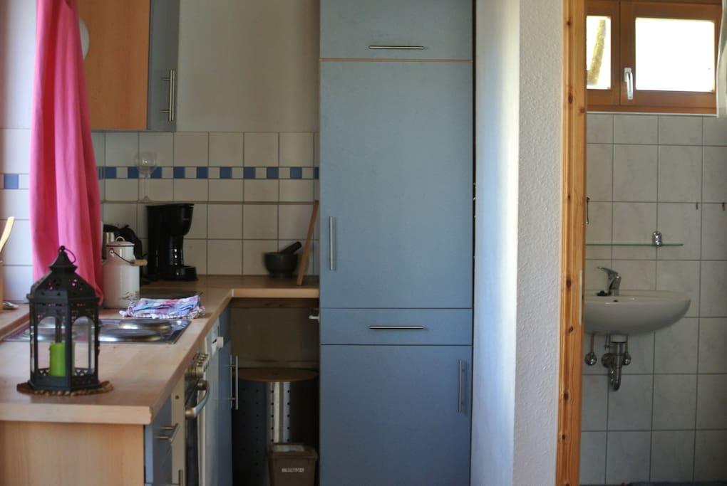 Wohnzimmerküche und Bad
