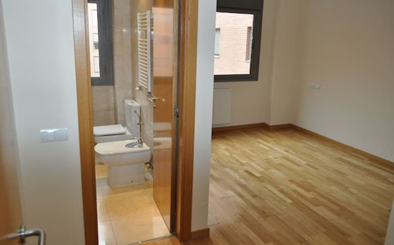 Habit. doble con baño /Double room with bathroom - Madrid