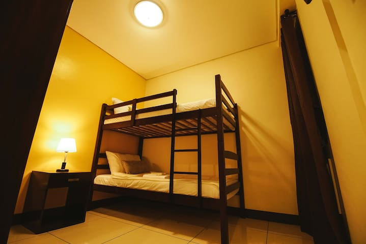 accessible bunk bed hostel room - Makati - Serviced apartment