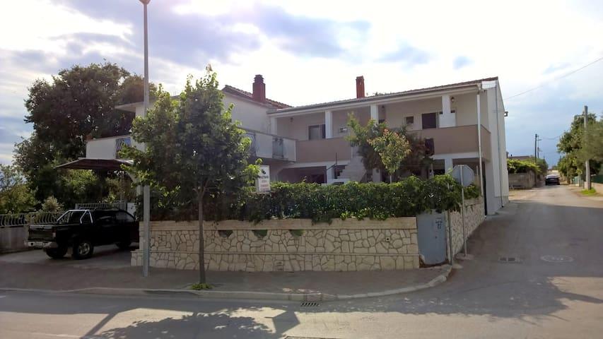 Apartment Ogi - Pakoštane - Apartamento