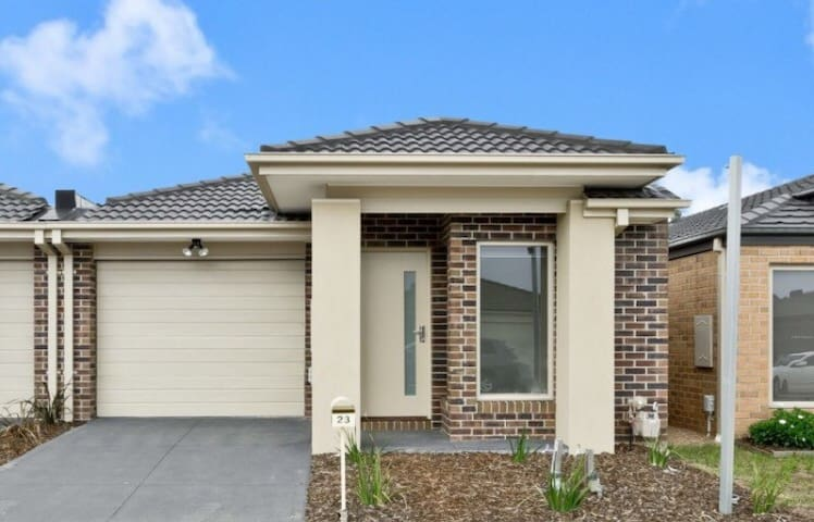 Fresh open bright double bedroom - Craigieburn - Rumah