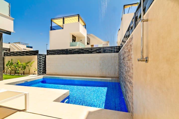 New and modern villa in Benijofar