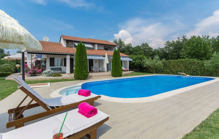 Luxury Romantic Villa Rosa with Pool