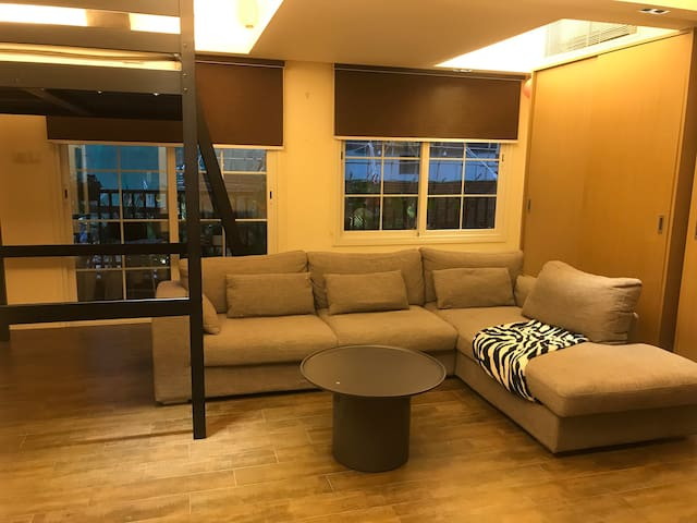SupremeCentralSOHO Modern Jacuzzi Central Studio