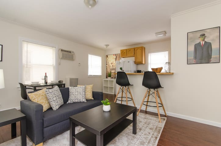 West Hollywood Gem Apartment, Steps From It All!