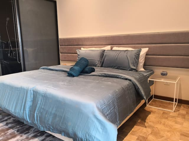 Expressionz-Lifestyle-1BR-Cozy-Netflix-Nice bed