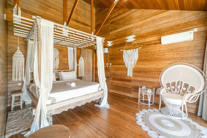 Eco Luxury Bohemian Bamboo Loft w/ Pool in Umalas