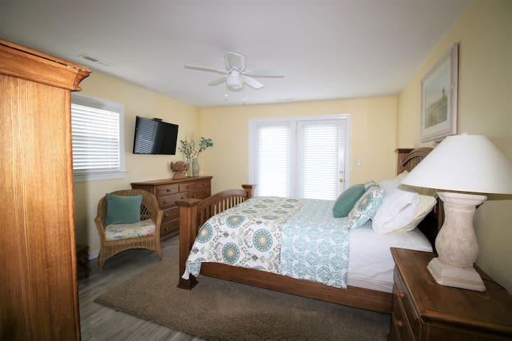 2nd floor- Bedroom 5- Queen