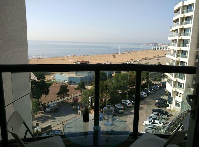大海近在咫尺, 距离沙滩不到100米,两个观景小阳台,南戴河中心地带。 - Qinhuangdao Shi - Appartement