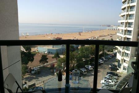 大海近在咫尺, 距离沙滩不到100米,两个观景小阳台,南戴河中心地带。 - Qinhuangdao Shi - Wohnung