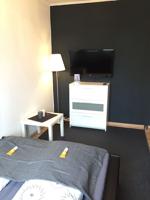 Schlafzimmer, bedroom with TV