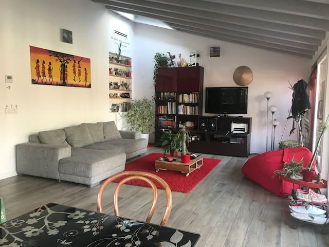 Bright double room with own bathroom and kitchen