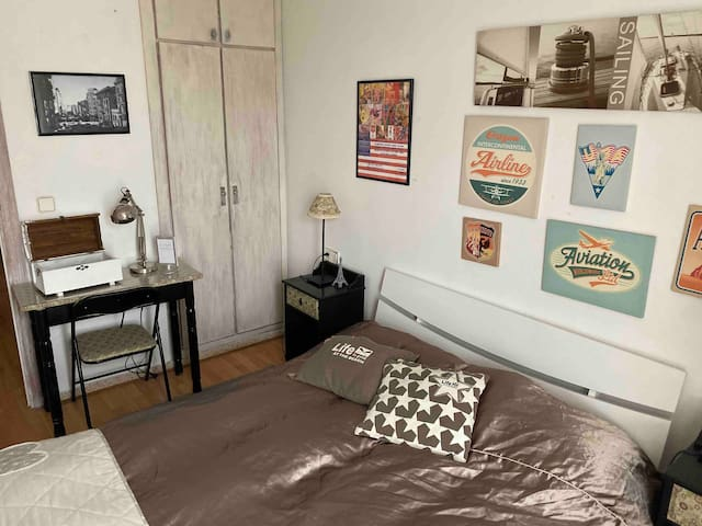 Lovely Room in a great place with bathroom/TV