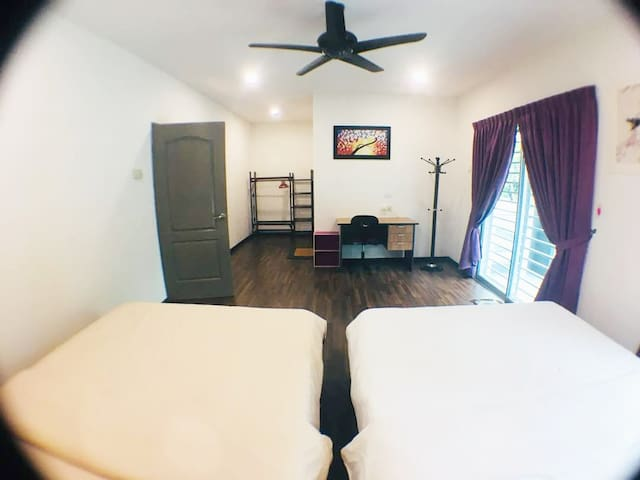Super Deluxe Quad Room by Ipoh Villa Homestay