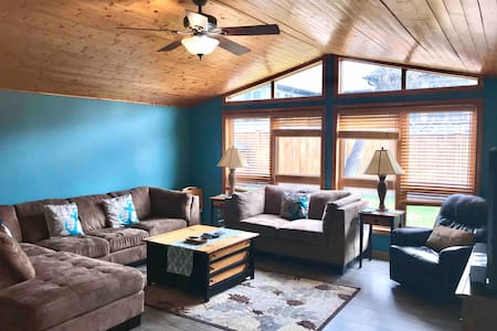 Large family cottage in Grand Bend
