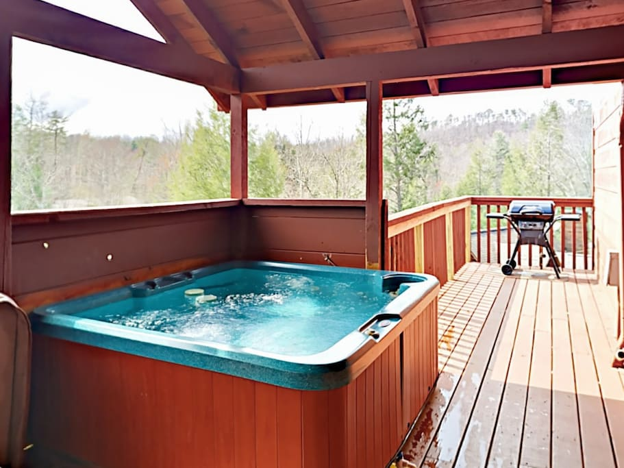 Enjoy a soak in the private hot tub on the back deck and take in the woodland vistas.