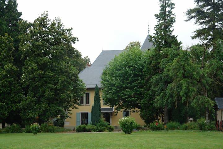 Chambre d'hôtes au Château du donjon - Drumettaz-Clarafond - 旅舍