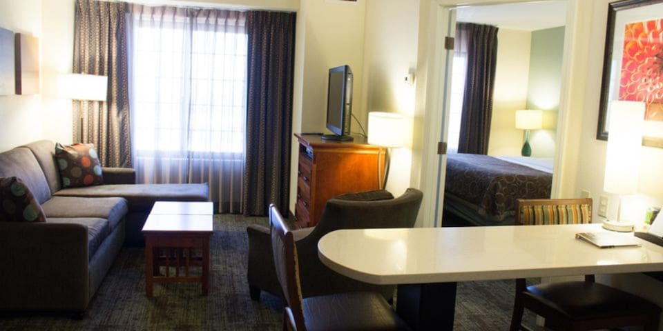 Equipped Suite Near the Convention Center | Free Breakfast, Outdoor Pool + Gym Access