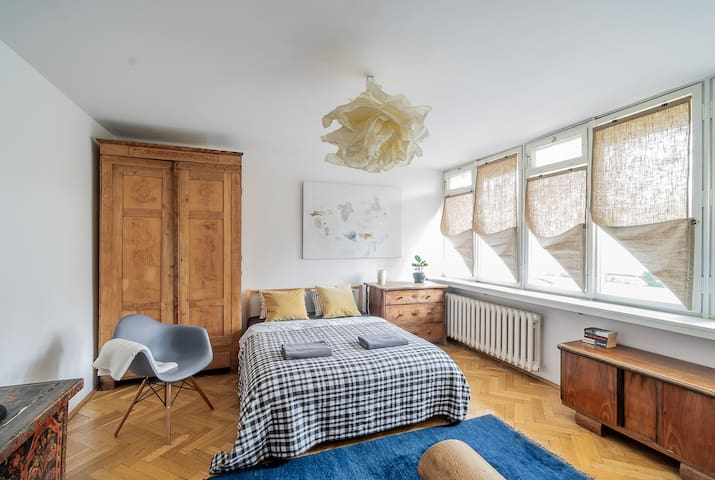 Opera/ 4 bedrooms/ free underground parking