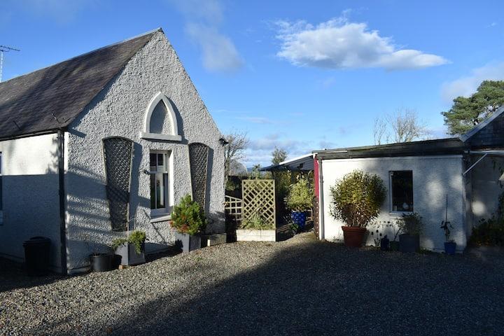 Kaimes Cottage, separate en-suite studio