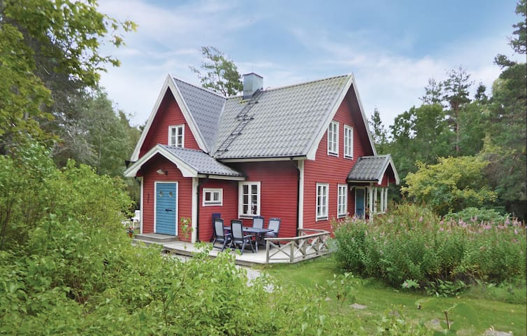 Holiday cottage with 3 bedrooms on 101 m² in Väddö