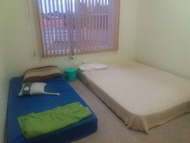 1 Bedroom for rent fit for 3 people - Springvale - Casa